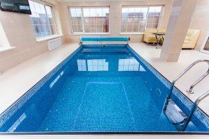 pool-1318072_640
